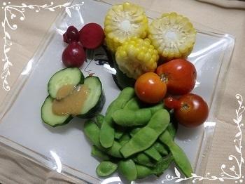 7月15日枝豆、スイートコーン、ジャンボ胡瓜梅みそ乗せ