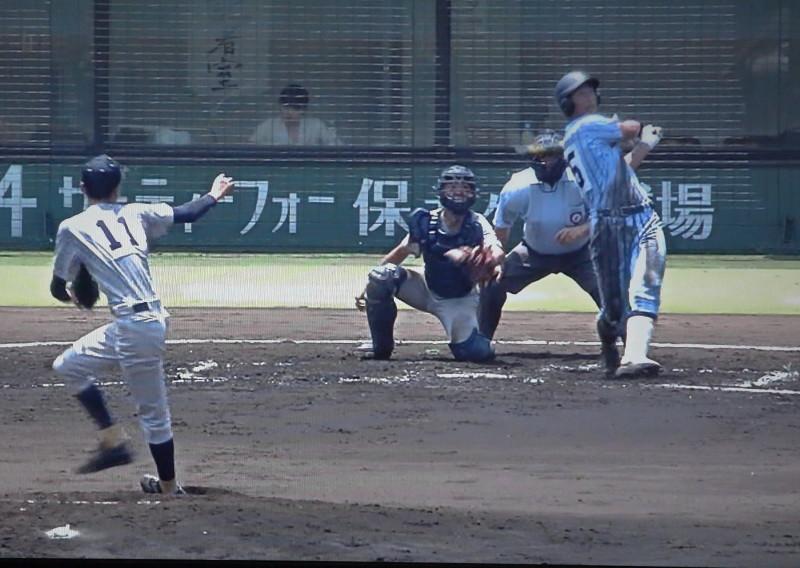 0N8A1424四番西川僚佑1年生3点本塁打レフト場外