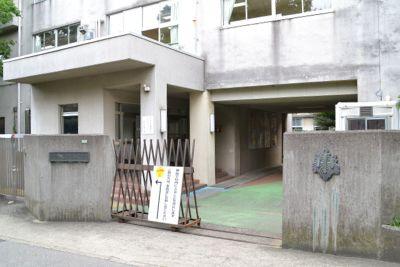 文京区在所の某小学校正門