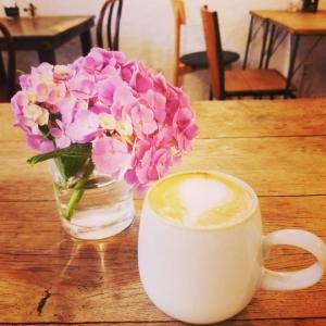 カフェにて。紫陽花の季節。