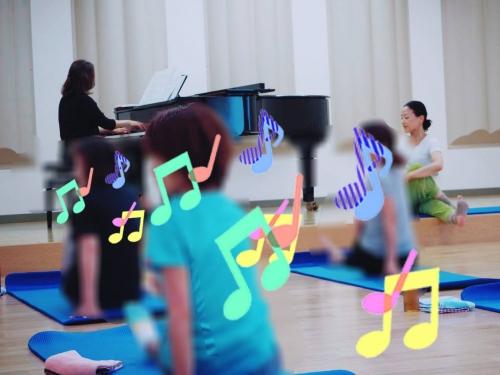 くまぴあで佐代子さんとのピアノヨガ6