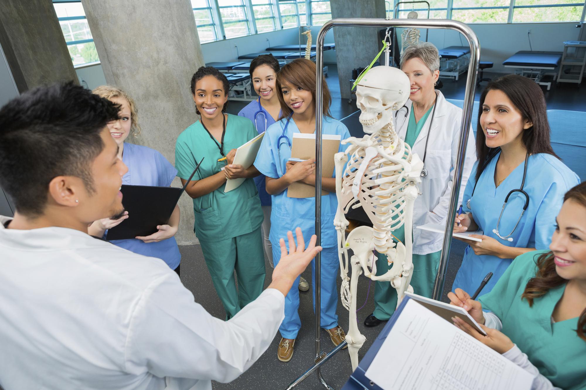 160115-medicalstudents-stock.jpg
