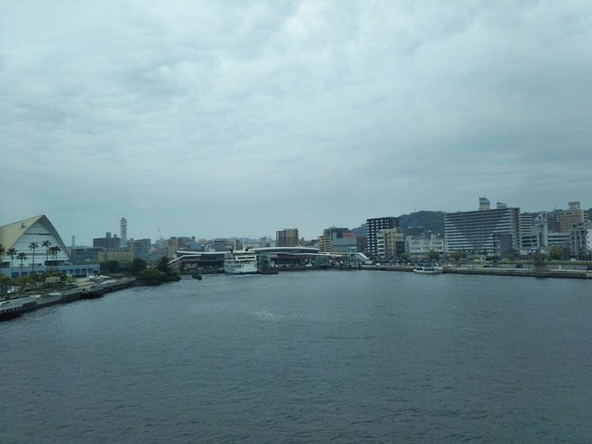 桜島フェリー 鹿児島港接近