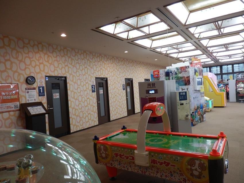 娯楽コーナー、カラオケルーム