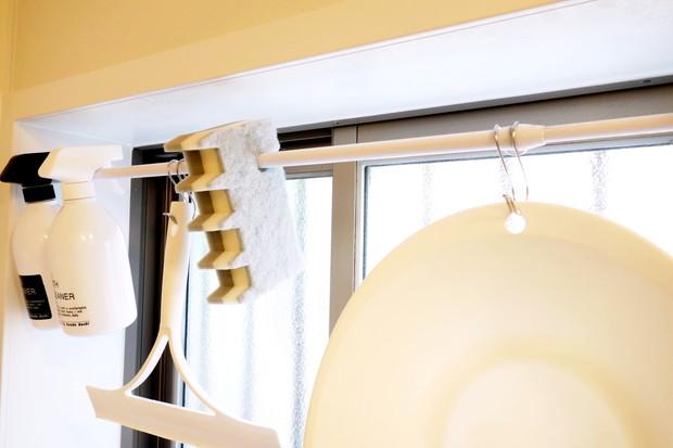 ダイソー・引っ掛けられるバススポンジ・浴室・掃除用品収納①