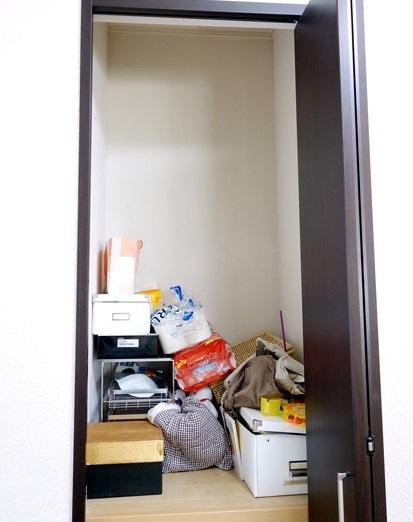寝室・階段上収納②