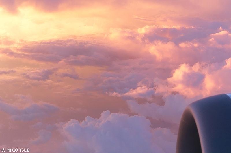 絶景探しの旅 - 0674 優しい光の夕焼雲の中で (神奈川県上空)