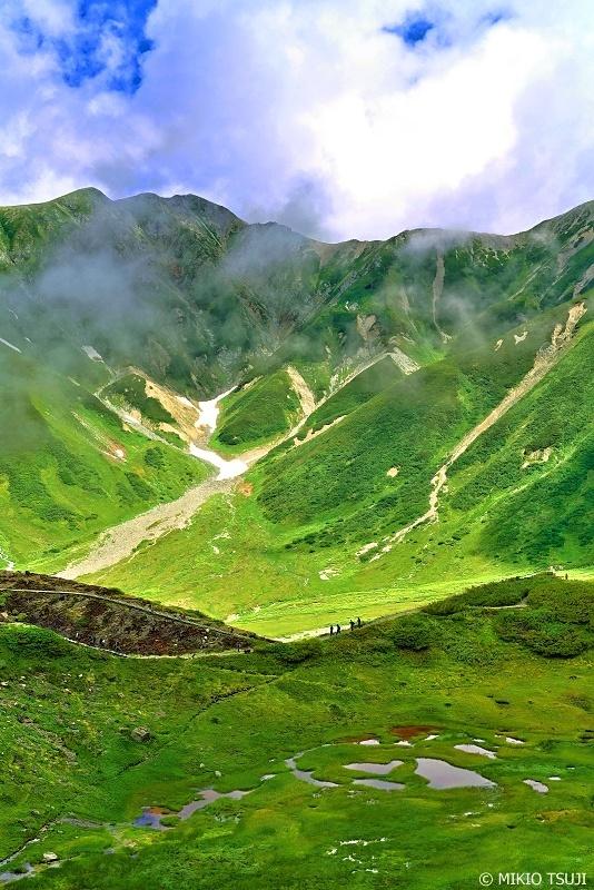 絶景探しの旅 - 0686 立山別山と池塘の風景 (立山室堂/富山県 立山町)