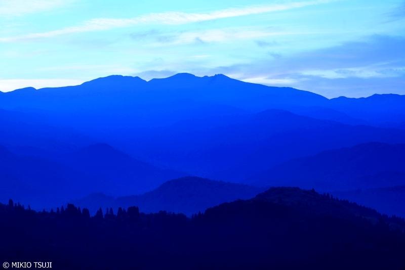絶景探しの旅 - 0689 白山の蒼い朝 (石川県 白山市)