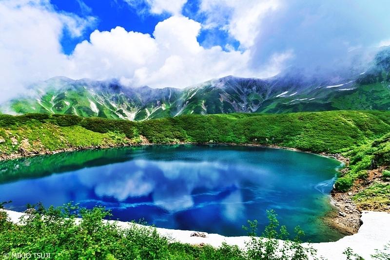 絶景探しの旅 - 0684 夏雲が張り出すミクリガ池 (立山室堂 富山県 立山町)