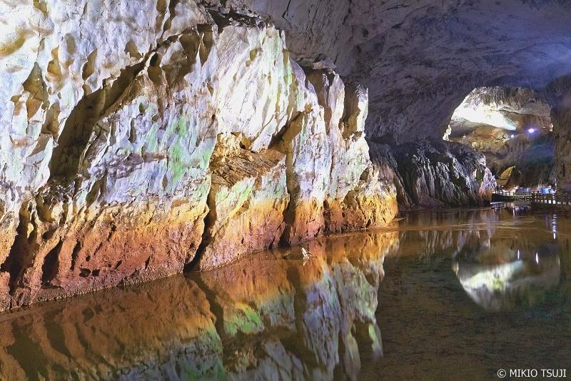 絶景探しの旅 - 0699 秋芳洞の青天井と彩の壁 (山口県 美祢市)