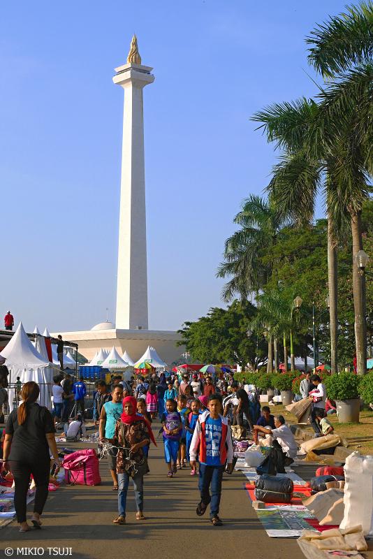 絶景探しの旅 - 0703 独立記念塔モナスとバザーの風景 (インドネシア ジャカルタ)