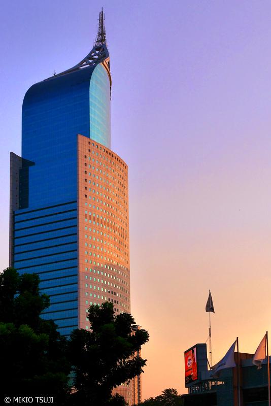 絶景探しの旅 - 0706 夕日に染まるBank Negara Indonesiaビル(インドネシア ジャカルタ)