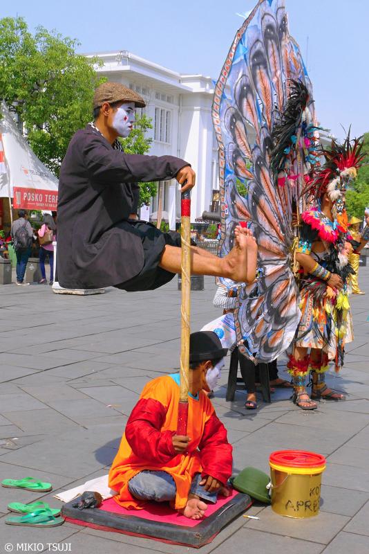 絶景探しの旅 - 0709 ジャカルタの宙に浮く男 (ファタヒラ広場/インドネシア)