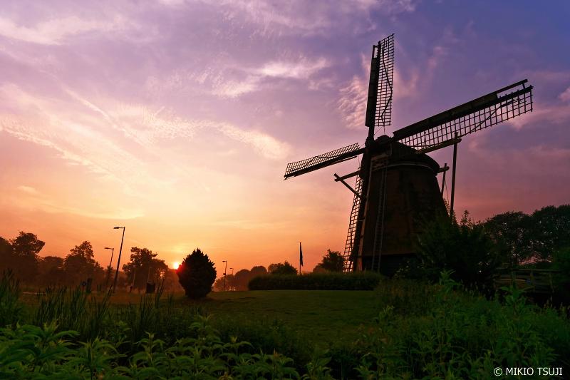絶景探しの旅 - 0718 朝日に染まるリーカーモレンの風車 (オランダ アムステルダム)