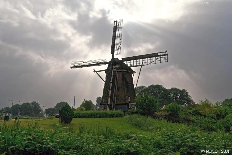 絶景探しの旅 - 0719 光芒差し込むエケルモレンの風車 (オランダ アムステルダム)