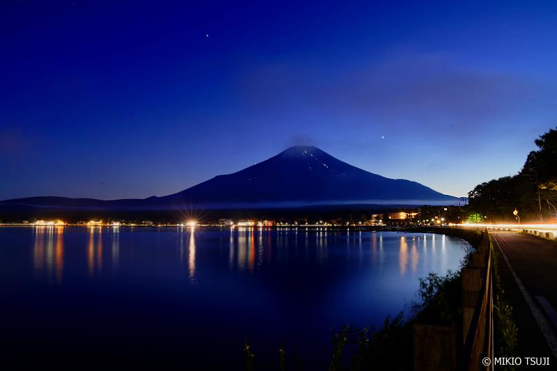 絶景探しの旅- 0723 初秋の夜の富士山 (山梨県 山中湖村)